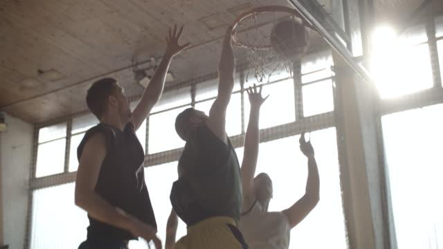 Männer Basketball Indoor 2 auf 2 spielen