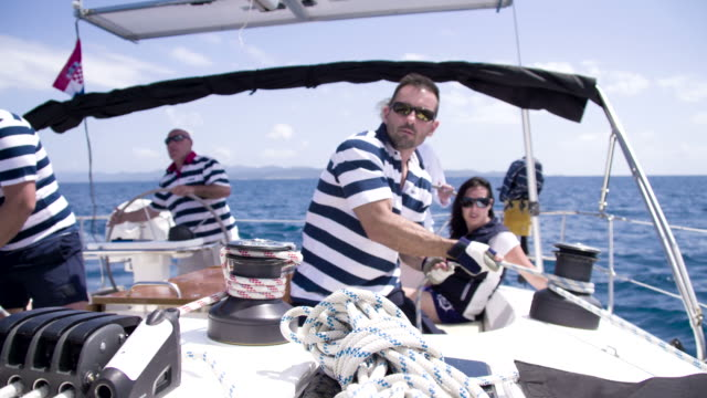 MS ZI Men Tightening The Sail