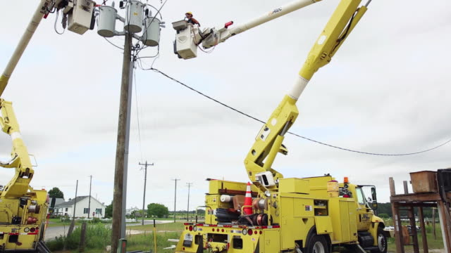 WS TU Men Working on Electric Utility Lines from Bucket Trucks / Oyster, Virginia, USA
