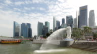 WS Merlion and boats and Singapore skyscrapers in business district