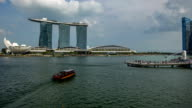 Merlion to wide view of Marina Bay