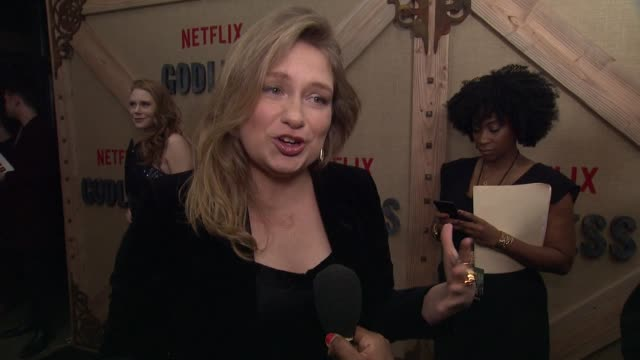 INTERVIEW – Merritt Wever talks about her character and how she saw similarities in hindsight with herself at Netflix Limited Series 'Godless' New...