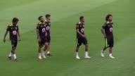 Messi y Neymar companeros en el Barcelona se enfrentaran en el clasico de mayor rivalidad del futbol sudamericano cuando la seleccion de Brasil se...