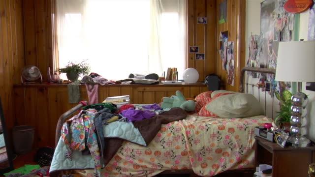 MS ZO messy teenage bedroom