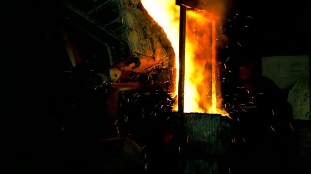Metall smelting in der Gießerei