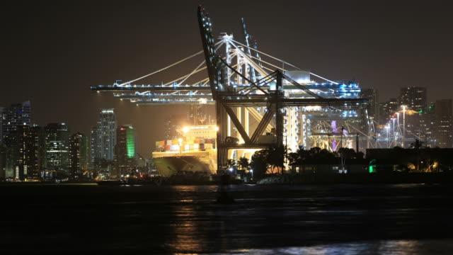 Hafen und die Skyline von Miami.