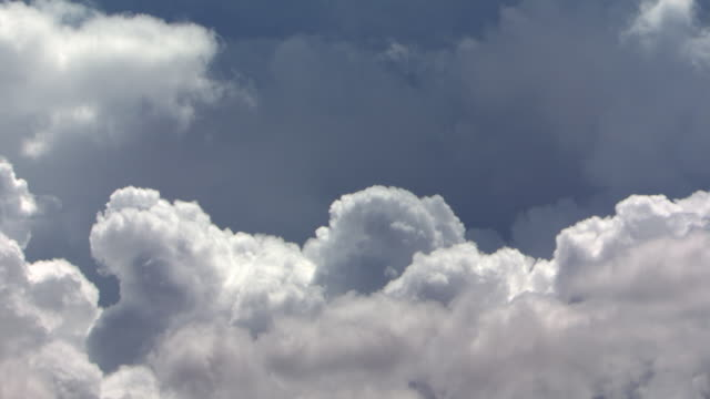 Mid-air cumulus forming, no ground, timelapse