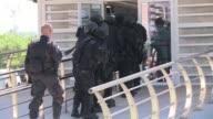 Miembros de la policia elite brasilena BOPE simula una situacion de rehenes como parte de un ejercicio de entrenamiento antes de los Juegos Olimpicos...