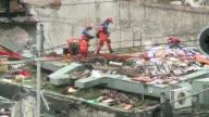 Mientras se extinguen las 72 horas vitales despues del sismo los socorristas lanzaron el viernes sus ultimos esfuerzos para encontrar sobrevivientes...