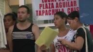 Migrantes cubanos en el sur de Mexico con rumbo a Estados Unidos expresaban su consternacion por el fin de la política de pies secos y pies mojados...