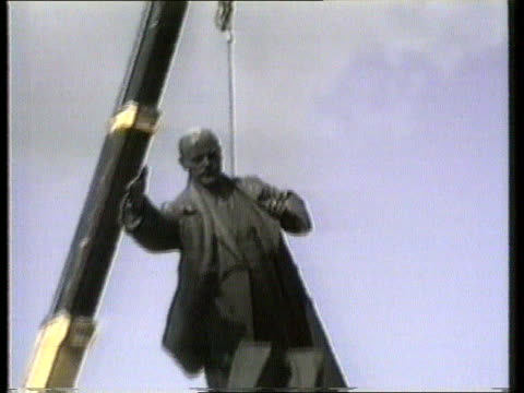 Implications TX USSR Lithuania Vilnius Statue of Lenin dismantled by crane PULL OUT CMS Crowd applauds MS Statue swinging in air from crane
