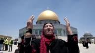 Miles de palestinos rezaron este viernes en la explanada de las mezquitas durante el primer viernes de ramadan despues de que Israel flexibilizara...