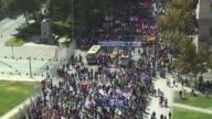 Miles de personas volvieron a marchar en Chile para exigir el fin del sistema privado de pensiones que se mantiene como herencia de la dictadura de...