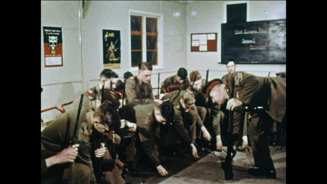WS Military policemen learn how to handle weapons / UK
