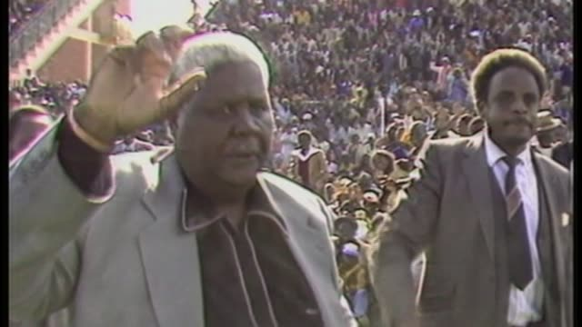 Robert Mugabe profile AS010785004 / TX ZIMBABWE Harare Joshua Nkomo waving as along