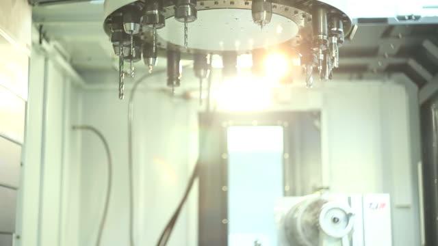 CNC Fräsen mit vertikaler Achse