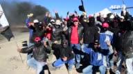 Mineros chilenos protestaron el jueves en Antofagasta donde una huelga ha detenido la produccion de mina Escondida la mayor productora de cobre del...