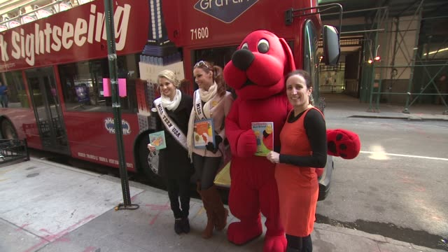 Miss Teen USA Danielle Doty Miss USA Alyssa Campanella Clifford the Big Red Dog and Pam Allyn at 2012 World Read Aloud Day Celebration on 3/7/2012 in...