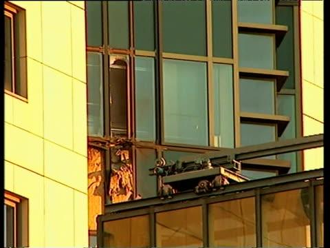Missile damage to MI6 Building 21 Sept 00