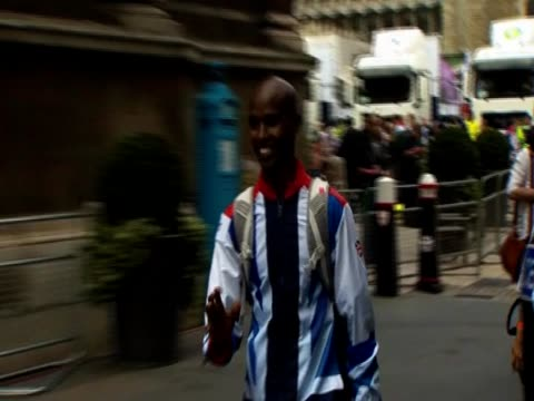 Mo Farah arrives to join Team GB celebration parade