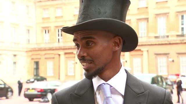 London Buckingham Palace EXT Sir Mo Farah interview SOT Sir Mo Farah doing 'mobot' pose with knighthood medal
