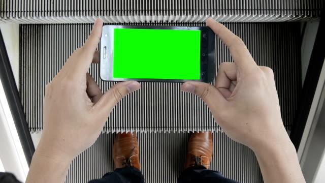 Mobiles Gerät grünen Bildschirm zeigen Sie Ihre Vorstellung