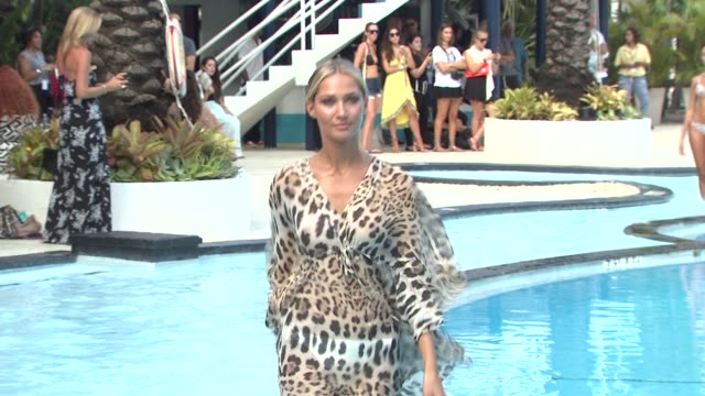 Models strut in the pool at poko pano mercedes benz for Florida pool show 2015