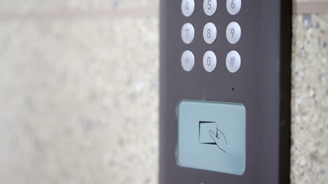 Moderne Eingang Sicherheit Gerät identifizieren security card, Echtzeit.