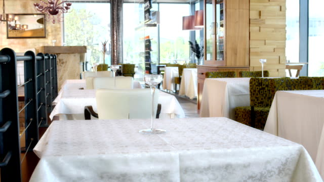 HD DOLLY: Moderne Restaurant Innenansicht