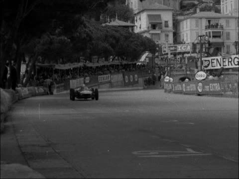 Monaco Grand Prix Stirling Moss wins MONACO EXT Cars away at the start of the Monaco Grand Prix Cars around track during race including car Number 20...