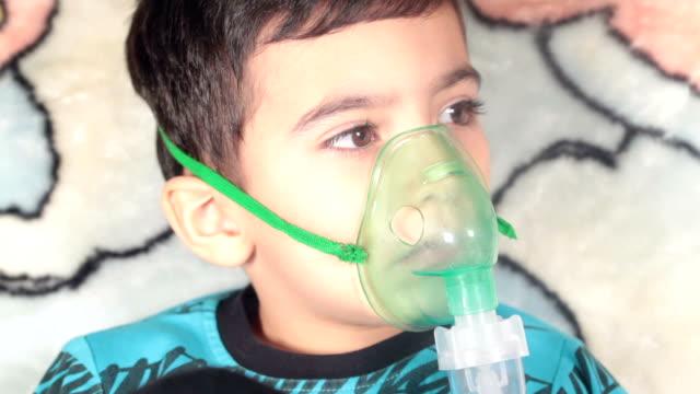 Montage: Procedure Inhalation of child