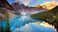 Moraine Lake bei Sonnenaufgang, Banff National Park, Kanada