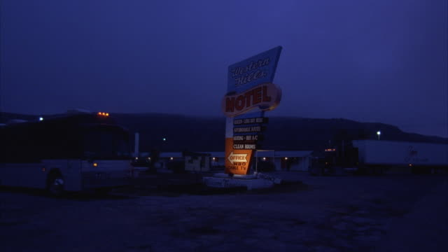 MS, Motel parking lot at night