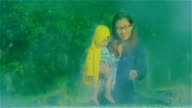 Mutter und Tochter Entspannung in heißen Quellen