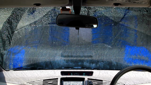 Motor vehicle on an automatic wash