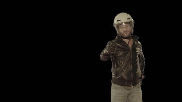 Cowboy indossando il Casco da motociclista. Isolato clip canale alfa disponibile in versione 4 k