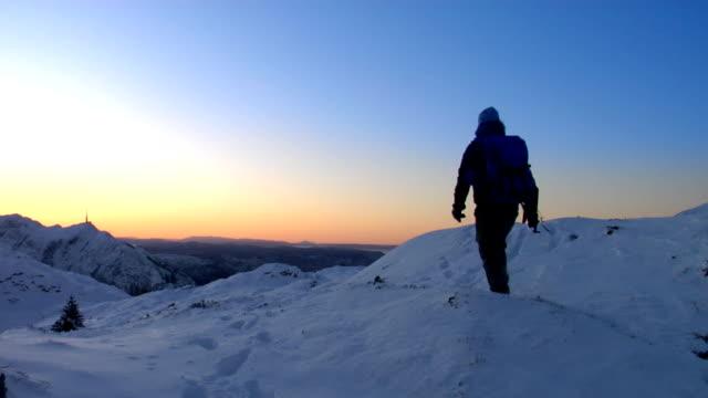 Resultado de imagen para excursionistas nieve solitarios