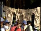 Mourners congregate outside Australia Zoo following death of Steve Irwin Australia 19 Sep 06