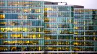 Bewegung von Geschäftsmann treffen, Büro business-Gebäude in London, England-timelapse