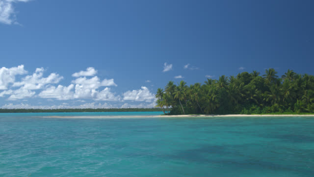 POV, Moving across tropical water towards island, Aitutaki Lagoon, Aitutaki, Cook Islands