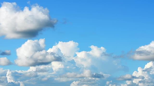 Spostamento di nuvole time-lapse