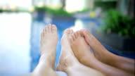 Moving Füße am Pool