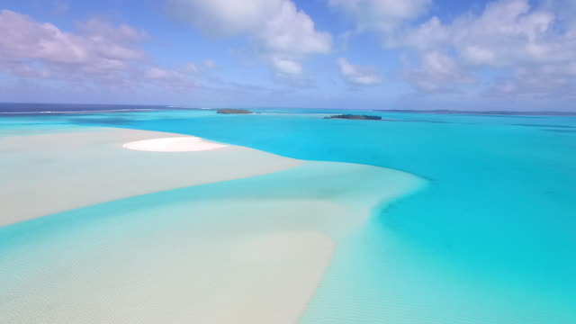 Moving forward over vibrant turquoise lagoon of Aitutaki