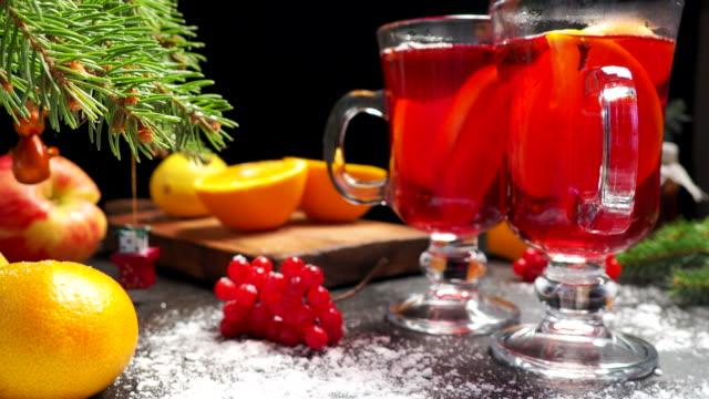 Glühwein op kerst tafel