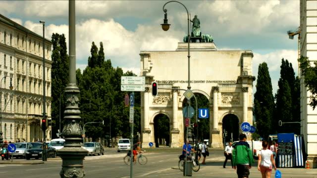München Ludwig Street und dem Triumphbogen (4 k UHD zu/HD)