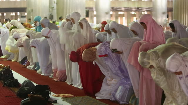 WS Muslim Women praying inside Istiqlal mosque