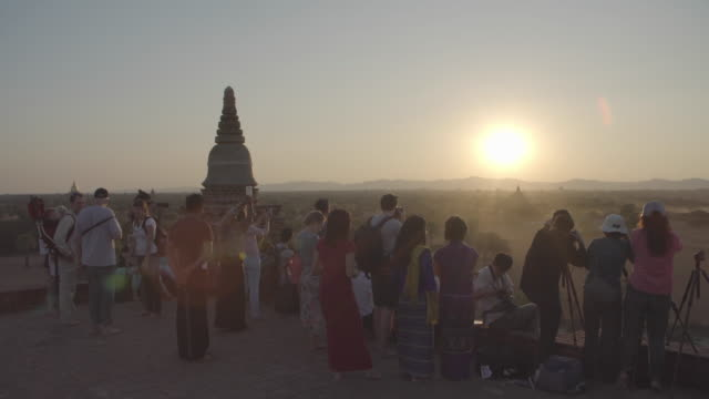 Myanmar_Burma_Sunset_tourists