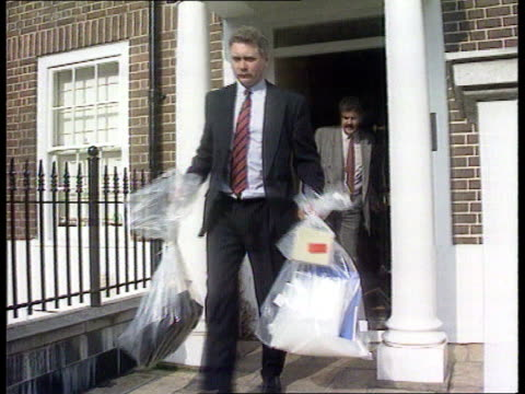 Mates correspondance ITN LIB ENGLAND London MS Kevin Maxwell escorted out of house by detectives as into car MS Detectives out of Maxwell's house...