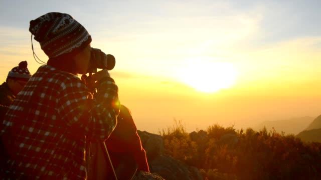 Natur Fotograf auf dem Gipfel des Berges