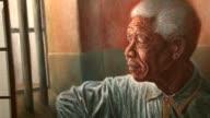Nelson Mandela se convirtio en una marca internacional ropa libros vinos Un bien que genera querellas entre los herederos del Premio Nobel y su...